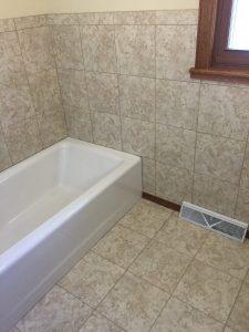 Deep tub in Omaha bathroom remodel