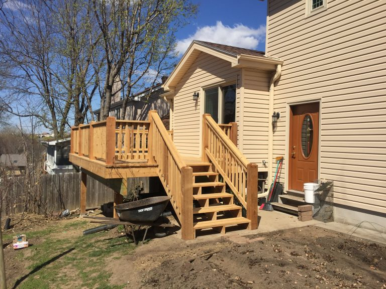 Red Cedar deck and Mastic vinyl siding in Omaha